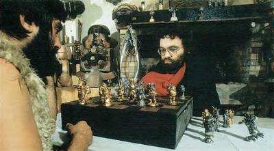Con Fernando Arrabal, jugando al ajedrez.